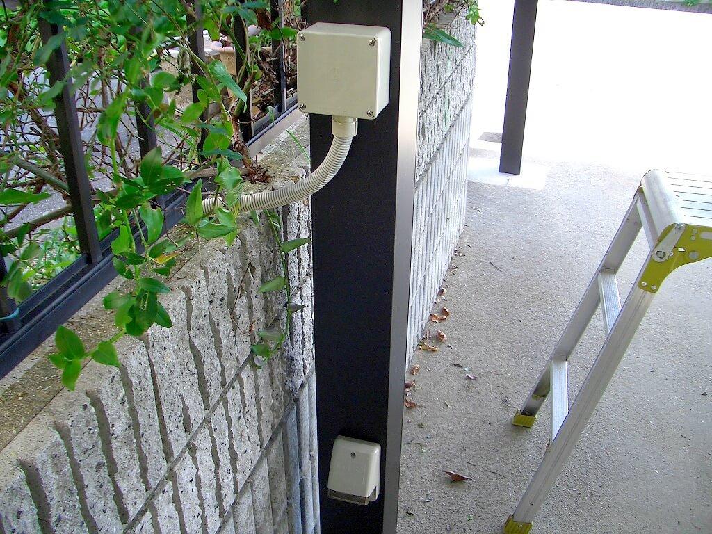 カーポートの柱への配線工事(プルボックス取り付け完了)