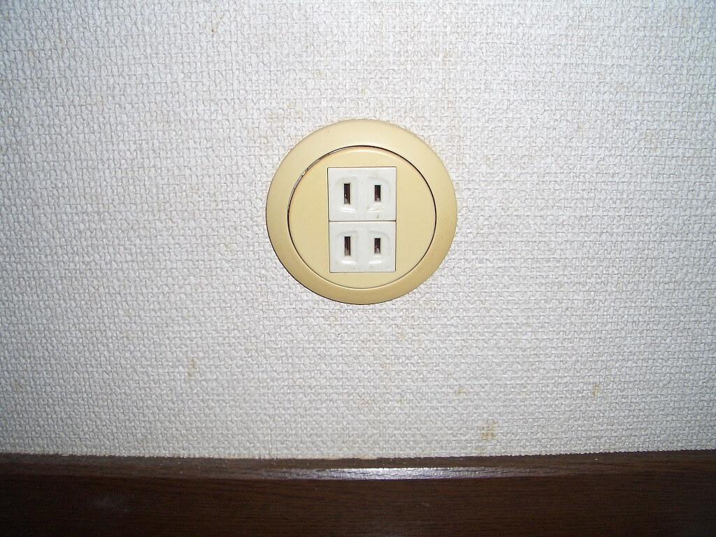 カーポート照明の配線工事(電源を取り出した室内のコンセント)
