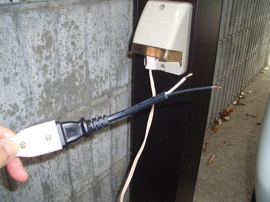 カーポート照明の配線工事(防水コンセント)
