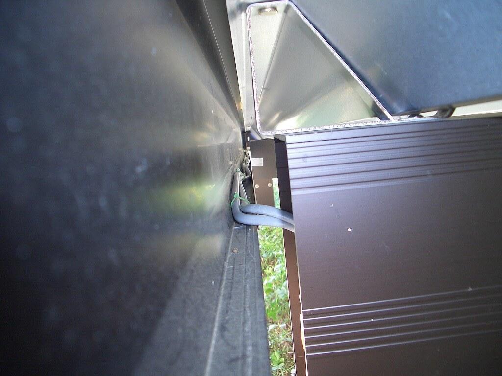 カーポート照明の配線工事(後方から前方へのケーブル配線)