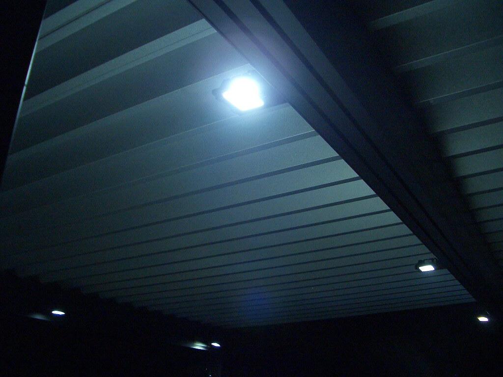 きれいなカーポート照明