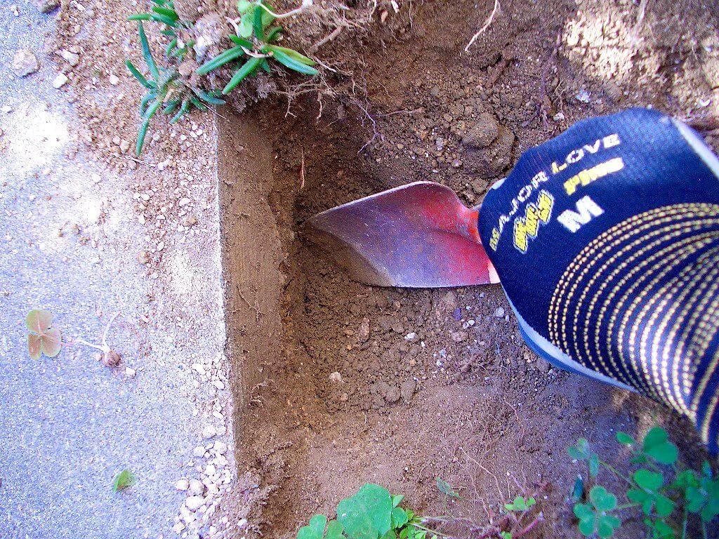 カーポート用電源工事(地中埋設の地面掘り)