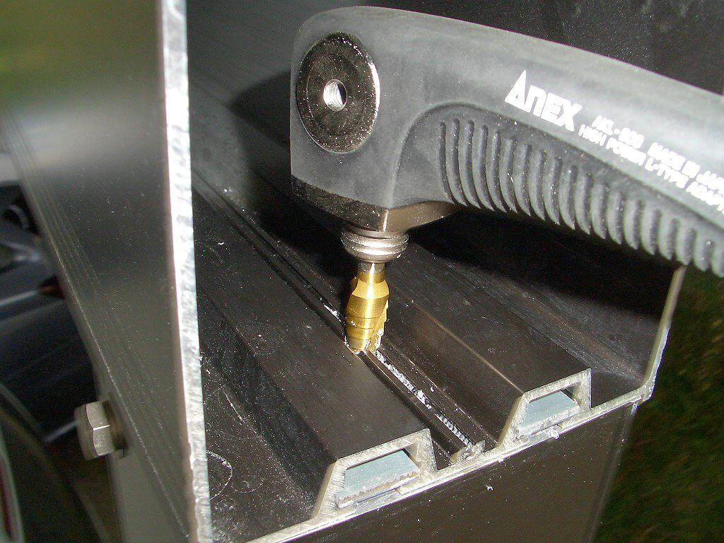 L型アダプター によるカーボートの配線用穴あけ