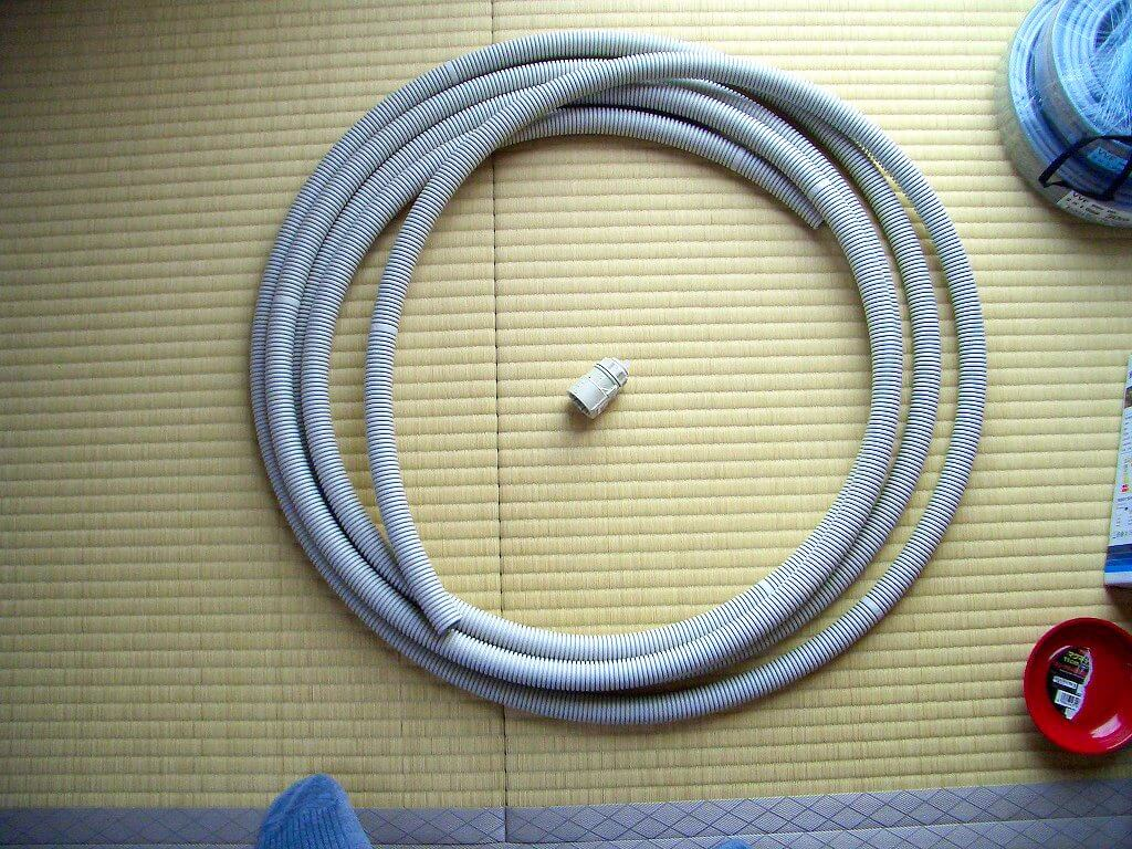カーポート照明に必要な材料(PF管とコネクタ)