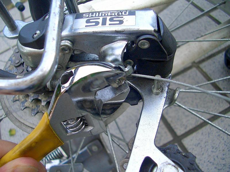 ディレーラー部分 変速ワイヤーの取り付けナット